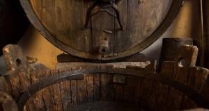 Museo del Vino Ricci Curbastro Franciacorta - Antica botte con tino e capra